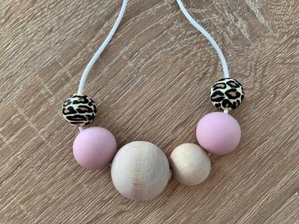 Lilia-helmet imetyskoru leopardi-vaaleanpunainen